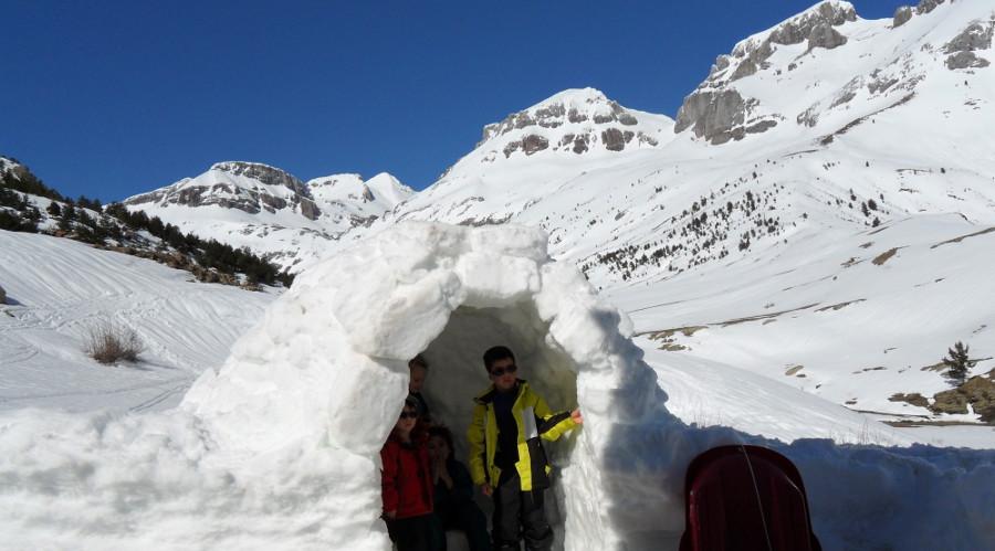 Construccion de iglu con niños